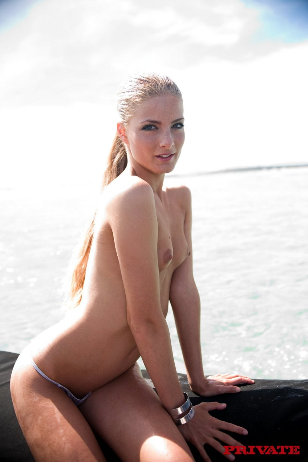 Golden-haired alluring darling bonked in booty in the sea