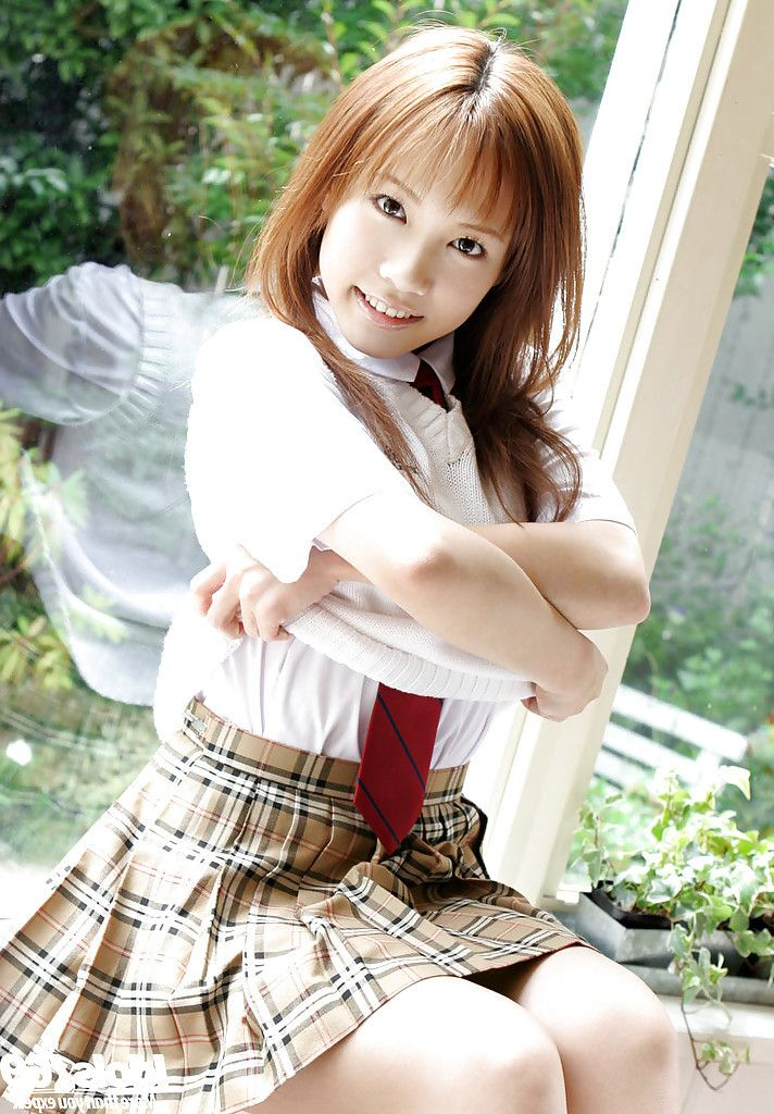 Dear asian schoolgirl Reika Shina erotic dancing off her uniform