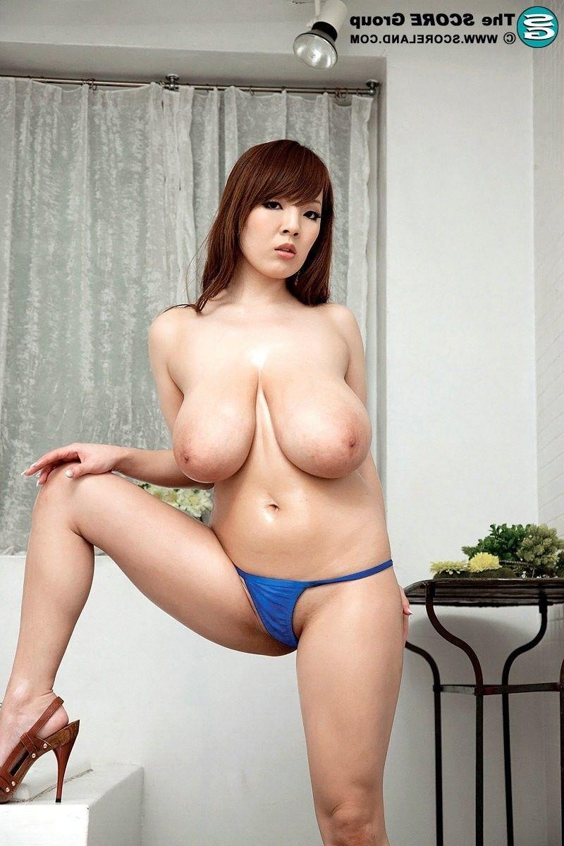 Bigger-chested japanese darlings hitomi tanaka posing in bikini