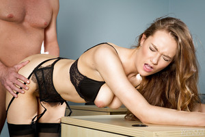 Office secretary Samantha Hayes having trimmed snatch licked out at till