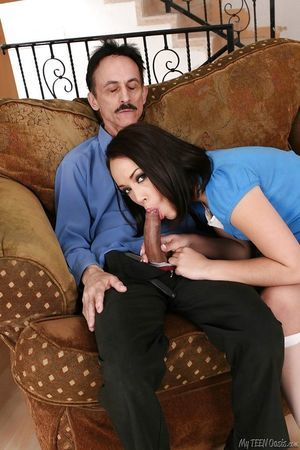 Sweet young beauty Kristina Rose gives a facefucking and purchases drilled hardcore
