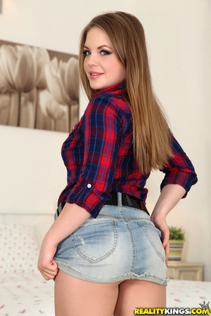 Hot amateur from Europe Alessandra Jane takes off her blue shorts