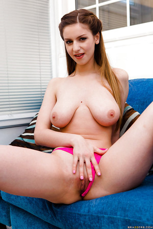 Fascinating youthful babe Stella Cox flaunting flawless freshman tits