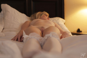 Chicito blond Bailey Bradshaw plays with her petite boobies and vibrator