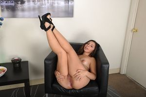 Bubble arse Latin babe Luna Leve playing with her pussy in high heels