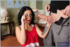 Frolic Madelyn Monroe attains her constricted bald cage of love agile by a major cock