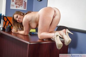 Exceptional tanned sweetheart Tiff Bannister shows off her gorgeous vast mambos