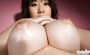Curvy Chinese babe with curly poon Hanano Nono slipping off her underclothes