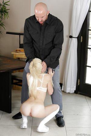 nhóc khờ khạo. pornstar Piper Perri Đưa dày nắm cửa ghi âm trên đầu gối