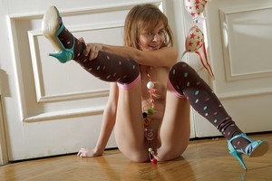 Young queen Justine in high heels & socks erotic dancing her hottie adult baby butt
