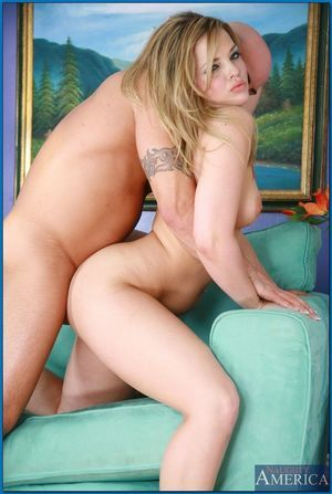 Hawt infant lass with enormous butt Alexis Texas smoking meaty snake