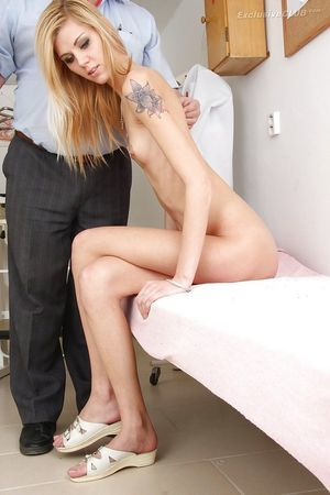 Slippy tattooed blond gets her pink gap checked by an adult gyno