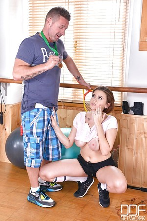 Breasty Euro amateur Marina Visconti giving heavy snake a oral sex on knees