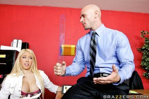 Huge titted Kagney Linn Karter has her pussy willing for a stiff 10-Pounder