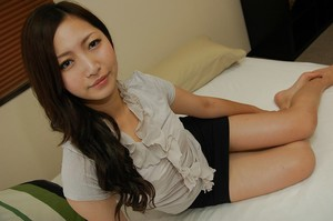 Oriental adolescent Yuma Yoneyama undressing and swelling her lower lips in close up