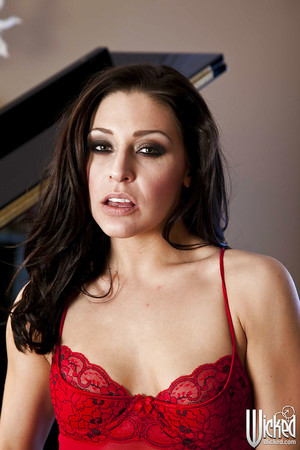 Untamed brunette hair angel Gracie Glam uncovering her atypical distorts
