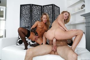 Young whores Carter Ride and Kota Skye take huge snake in fixed assholes