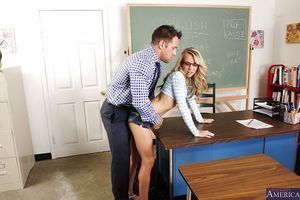 Chippy coed Kiarra Knight gets her shaved cum-hole nailed by her naughty educator