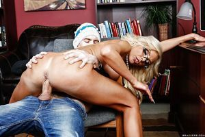 European blondie Nina Elle has her typical mambos sucked nicely