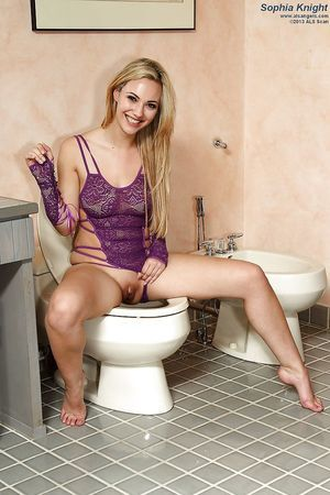 Blond first timer Sophia Knight masturbates her all regular gentile