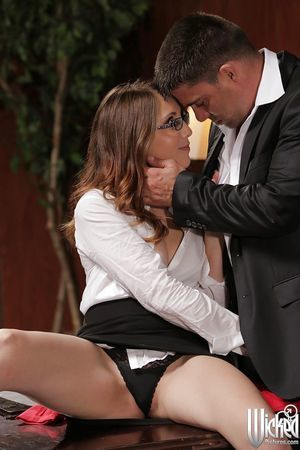 Office fuck with a hawt pornstar in glasses Nickey Huntsman