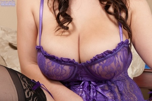 Cutie Noelle Easton takes off her purple underware so sensual