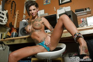 All triple of pornstar Bonnie Rotten\'s holes have outstanding capacity