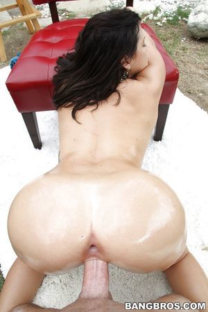 Dark-haired model with nice enormous boobies is percussion in the garden