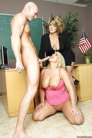 Naturally curvy golden-haired schoolgirl Julie Currency swallowing off her educator