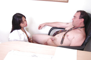 Brunette hair cunt Desani is a brutal and lovely facefucking giving female