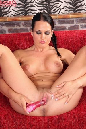 Amateur Nicole Vice is using enormous dildo to give she is a hot climax
