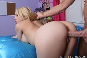 College princess Kagney Linn Karter has her snatch properly fucked