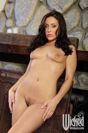 Hot juvenile princess Gracie Glam erotic dancing and showing her fuckable body