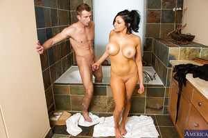 Audrey Bitoni enjoying a savoury dagger in a hot bath with soapy water