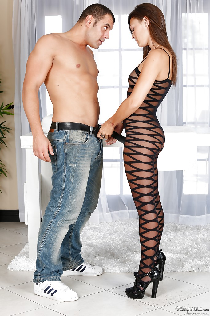 Teen Olivia Wilder gives this dude an awesome oral massage!
