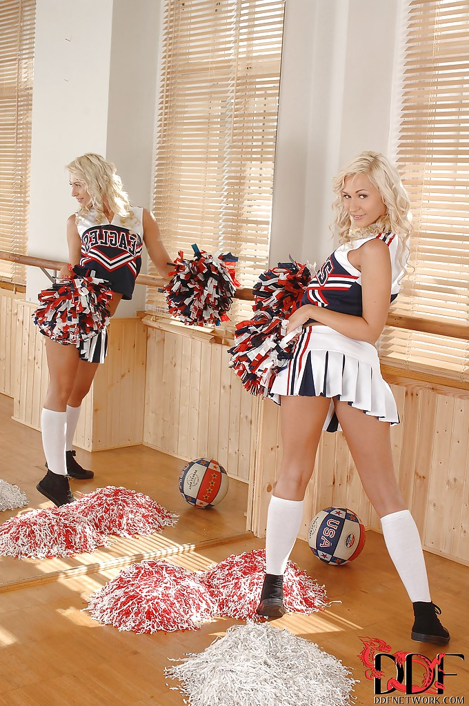 European Cheerleader Tracy Lindsay is showing her perfect body