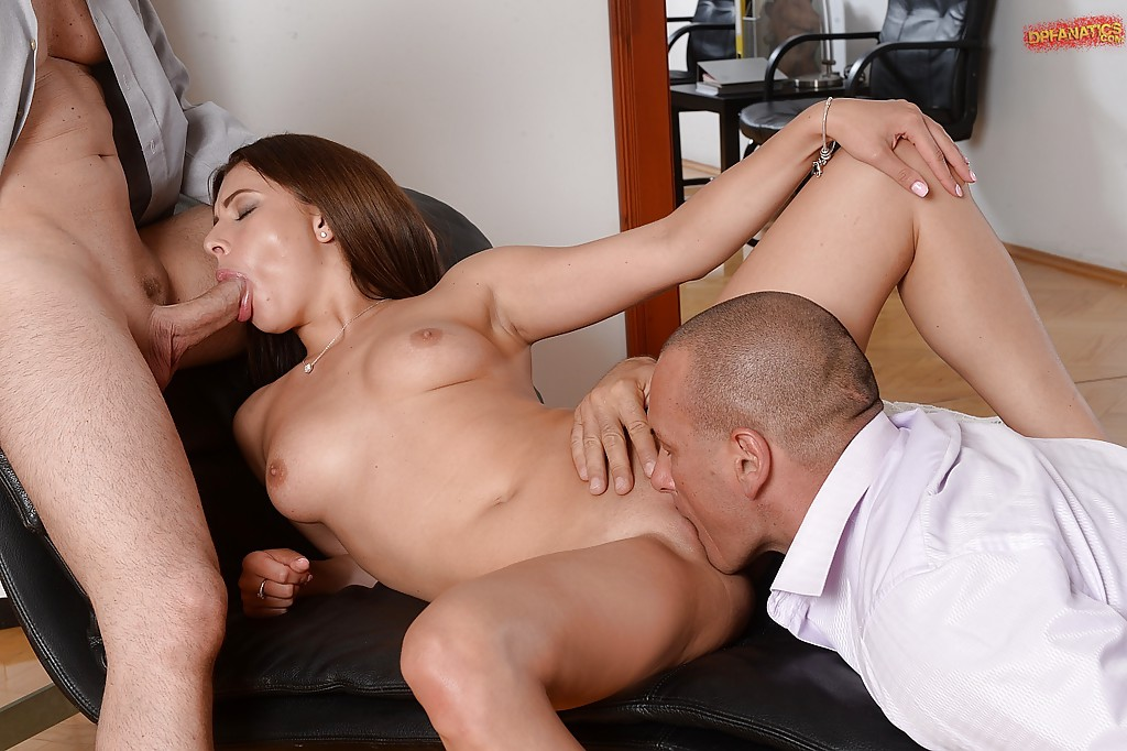 Outstanding brunette slut Ally Jones enjoying a double penetration