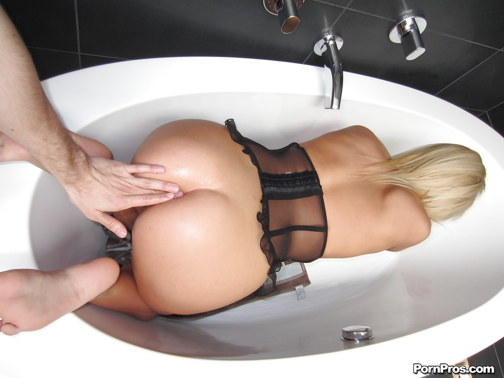 Anal sex with slender young blonde Anissa Kate in the bath tube