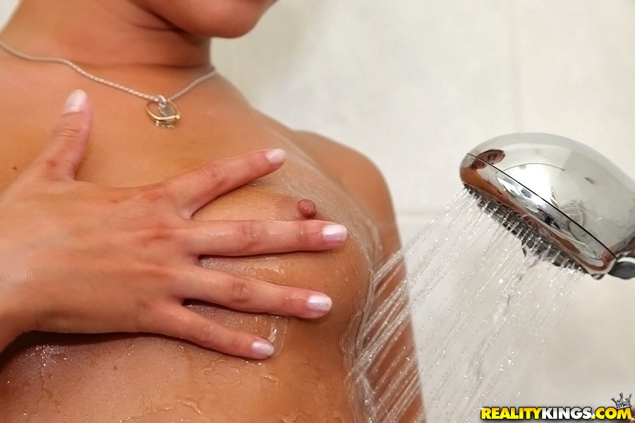 Big ass amateur babe Amirah washes her awesome titties and ass in bath
