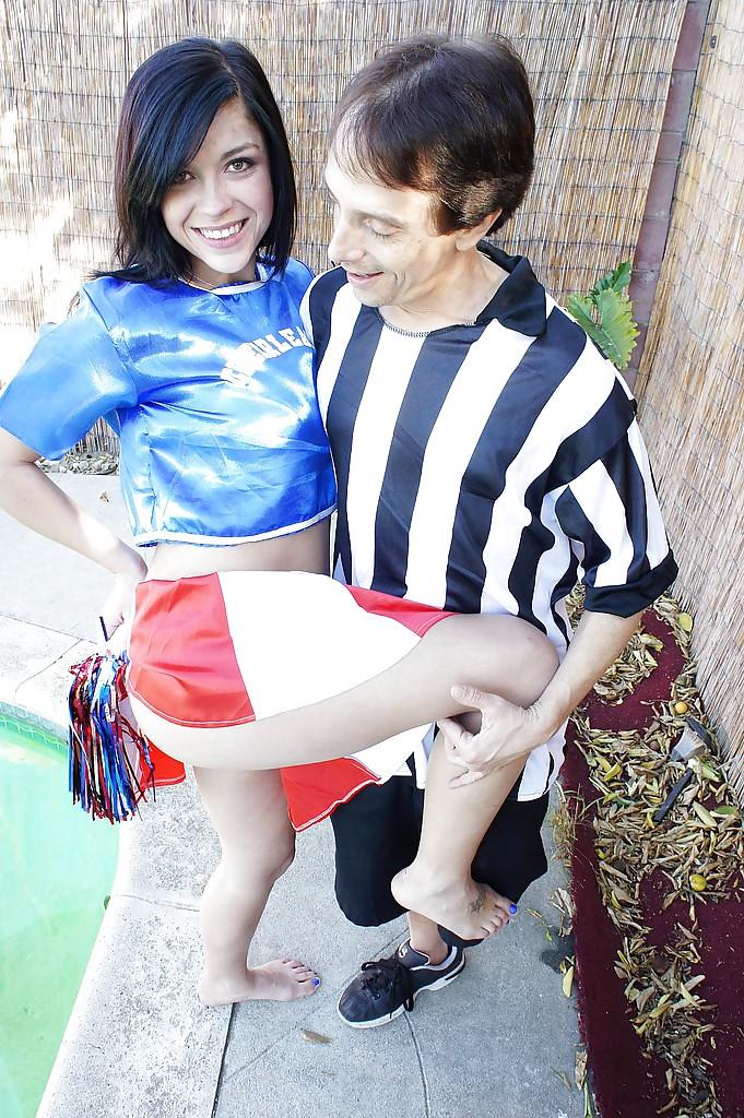 giovani e Bella Cheerleader Savannah ottiene Sbattuto profondo all'aperto