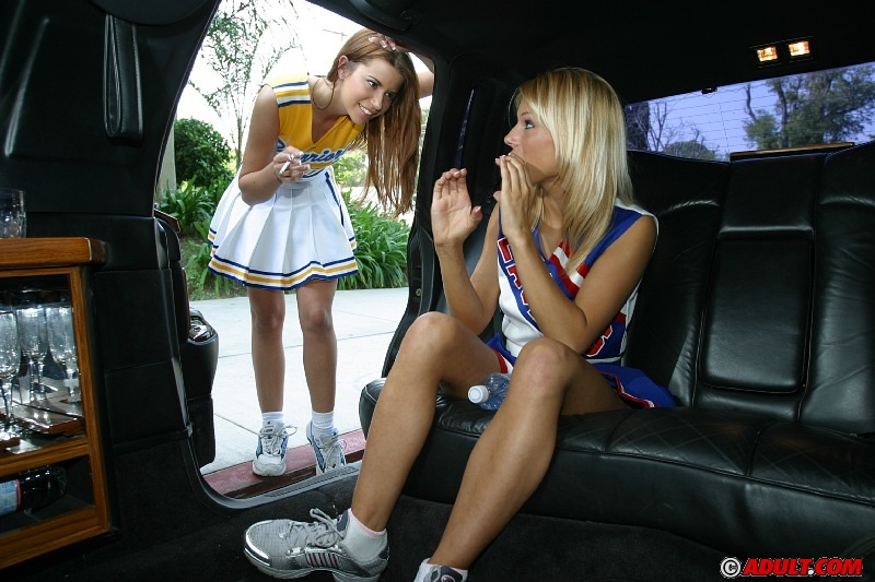 Sassy cheerleaders flashing their cunts and kissing on the back seat