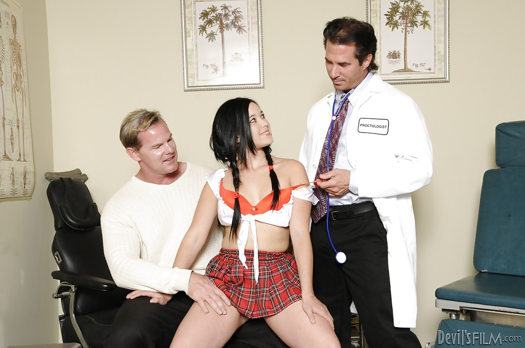 Black-haired Amy Starz is getting two hard dicks in her wide mouth