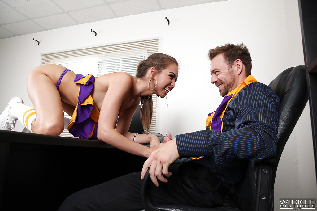 Hardcore brunette Riley Reid gives a deep blowjob for her trainer