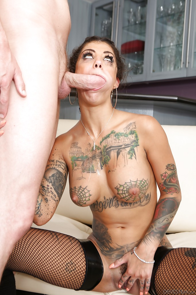 Tattooed brunette Bonnie Rotten is getting fucked after deep blowjob