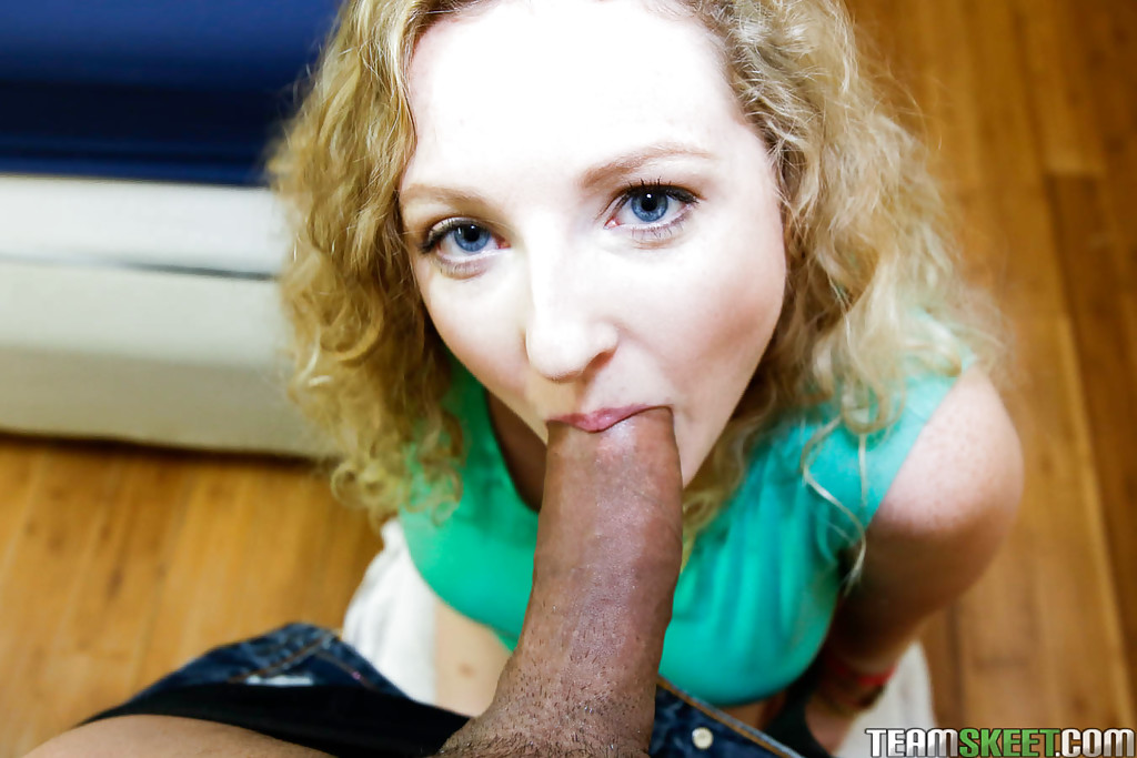 Amateur Willow Lynn is deepthroating this nice dong with smile