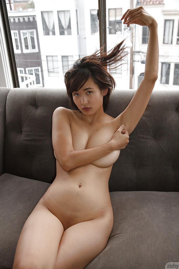 Curvy Asiatico Amatoriale Saki Kishima mostrando Il suo corpo mentre la doccia