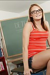 Satisfying college pretty Jordan Denae swelling and wanking her twat